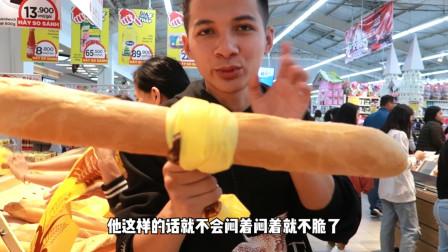 越南人老小都这样,不插队不舒服,买点法棍也插队