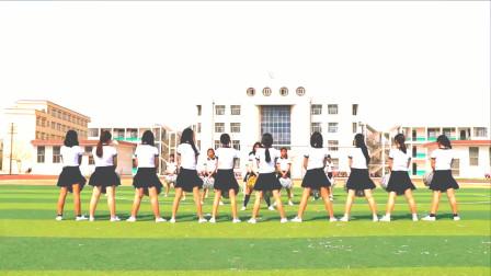 运动会上的开场舞,小姐姐们跳《98k》,动作卡点真的太准了