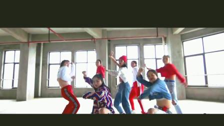 小姐姐撩人系列:拉风的舞蹈加炫酷的音乐,街头女孩范强势归来