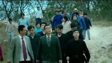 村长带着孙红雷去找奇怪男孩,没想到他在炼丹,结果正好炸炉了!