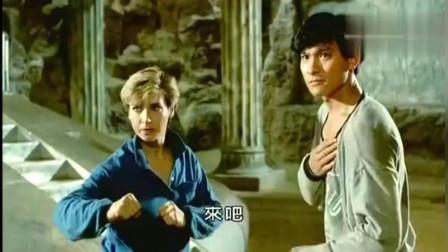 罗芙洛打中国功夫,鹰爪和螳螂拳都使得不错,劲道十足