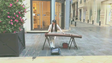 小姐姐街头古筝演奏《大鱼》,最美的旋律都是一点一滴从指尖滑落!