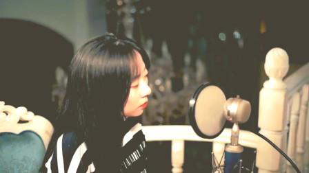 小姐姐录音棚翻唱经典民谣歌曲《写给黄淮》人美声甜超好听!