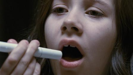 女孩总是吃不饱,喉咙还特别痒,用手电筒一照,被里面东西吓到了