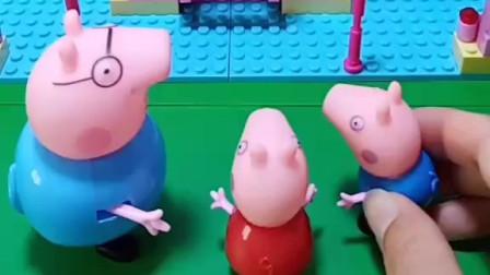 小猪一家拼了城堡,乔治和佩奇一起逛城堡,里边还有旋转木马