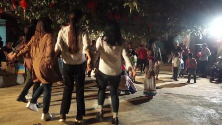 傈僳族欢快的舞蹈跳起来,在这里我们只有快乐没有烦恼