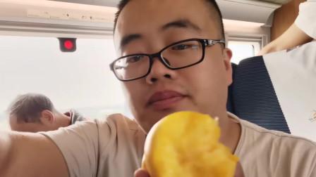 第一次在高铁上买水果,三个桃的要35,价格是不是有点贵?