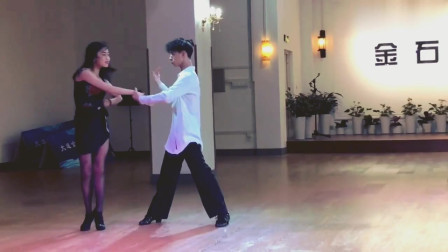 拉丁舞:双人伦巴,小姐姐美美哒,我超喜欢!