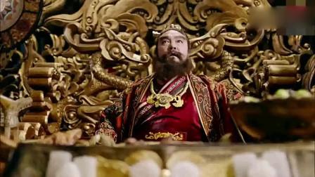 武神赵子龙:华雄殿上举鼎自以为天下无敌,吕布大显神威,华雄立刻甘拜下风!
