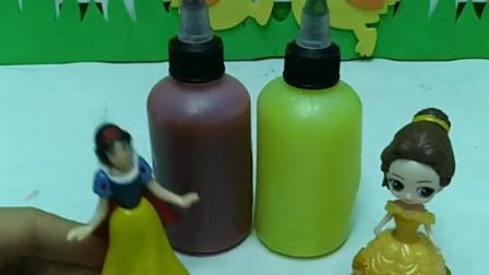 白雪和贝儿补颜料,白雪没有红色的颜料了,她自己将颜料填充满