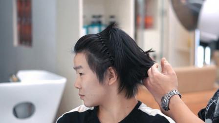 小伙从锅盖头开始蓄发,发现越长越别扭,为了改变指定要剪37侧背