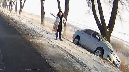 行车记录仪实拍:冰天雪地勿超速,一不小心就漂移失败