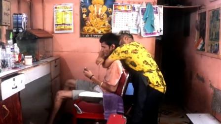 印度的理发店真是不同,居然这样对待顾客,把顾客气到快无语