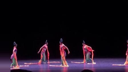 中国古典舞敦煌舞,犹如壁画里面走出来的仙女,每一个动作都好看