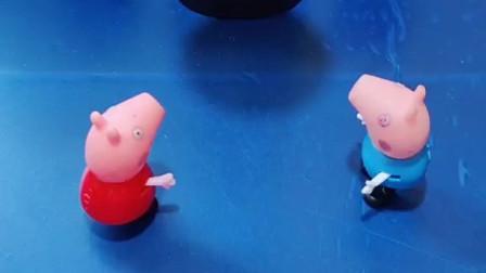 乔治和佩奇看到个巨人,乔治被巨人吃了,佩奇叫来了爸爸妈妈