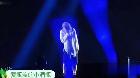 明星笑场盘点:费玉清和女舞伴跳舞偷笑,薛之谦演唱会打嗝