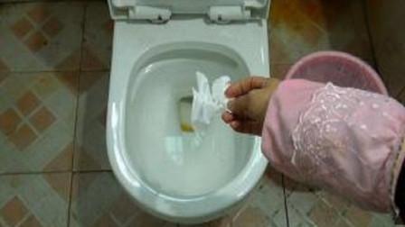 入厕的卫生纸扔马桶能冲走吗?很多人做错了,家里细菌多出十倍