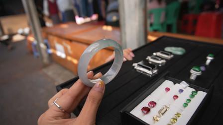 缅甸翡翠源头淘玉,收获一大盘珠宝,有人都知道是什么吗?