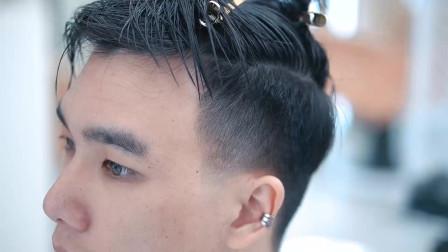 男生额头两侧高就尝试这款发型,完美修饰M字额,帅气显气质