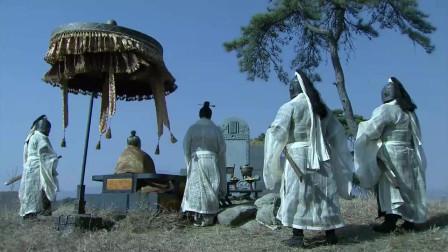《三国》曹操对关羽真厚道,关羽死后,曹操厚葬关羽,在其墓前真情流露