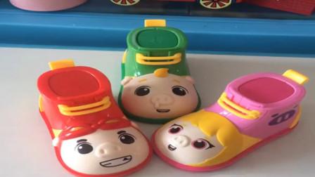 猪猪侠的小鞋车里面还有糖豆和玩具,太有意思了