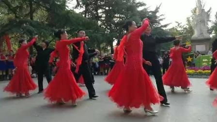 邯郸彩虹交谊舞队丛台公园演出《又见山里红》