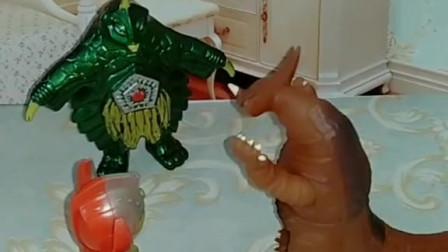 奥特曼和怪兽大作战,小奥特曼来帮助爸爸,小奥特曼是怎么打败僵尸的?