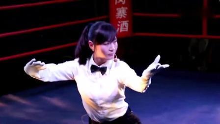 拳手为什么不敢惹裁判?武林风女裁判现场打了套拳,还敢吗