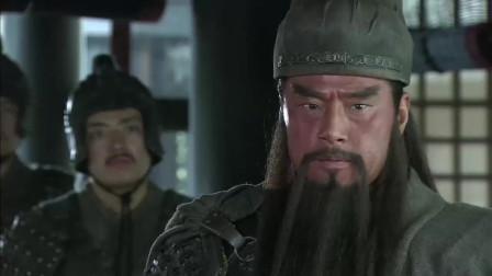 《三国》诸葛亮流泪后悔辅佐刘备,看到关羽与张飞这段是真伤诸葛亮的心