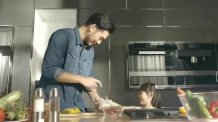 高以翔精心为家人烹饪美食,场面非常温馨!侄女撒娇的表情很可爱