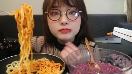 小姐姐吃麻虾酱意面,看着太有食欲了!
