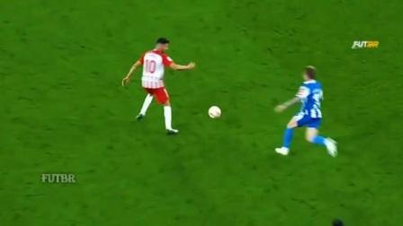 前锋一个变向扣球,后卫被甩出去3米远,脚踝差点断了