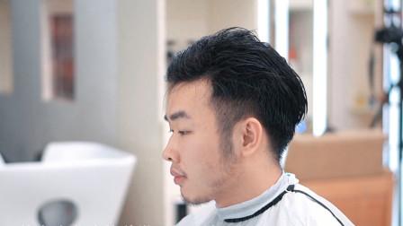 络腮胡小伙来剪发,之前烫的钢夹烫,这次剪的短发有点帅,更有型