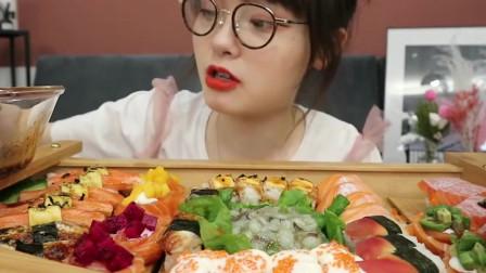 小姐姐挑战大份日式寿司船,真能吃