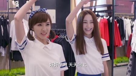 俩美女穿高中校服,一上街回头率百分百,这大长腿太勾人!