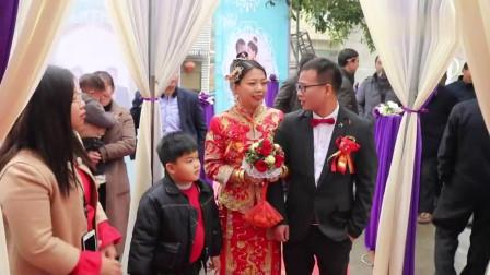 江西37岁二婚少妇,嫁27岁眼镜男,这就是新郎的家,这就是真爱吗