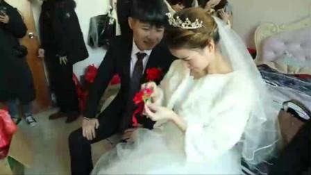 云南一穷人家婚礼,新人是高中同学,猜猜新娘多少岁