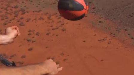 将足球从1000英尺高空扔下会怎样?国外小伙奇葩测试,一起来见识下