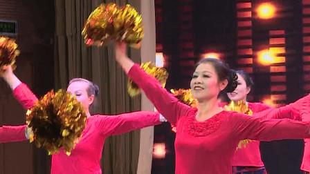 经典广场舞《山河美》音乐柔美,阿姐们舞动花球,舞美人更美!