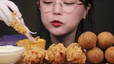 美女挑战吃大份炸鸡,太美味了