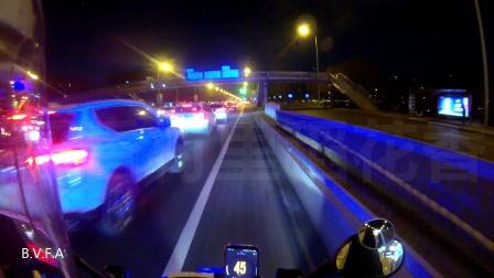 晚高峰二环路 为转运救护车紧急开道至畅通路段