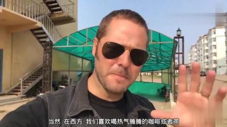老外在中国:老外试吃中国传统早餐,白粥豆浆加油条,他不能理解,但超美味哦