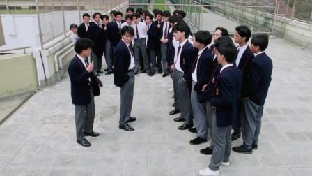 星爷被学校混混叫上天台,想给星爷一个教训,不料星爷一个人揍了一群