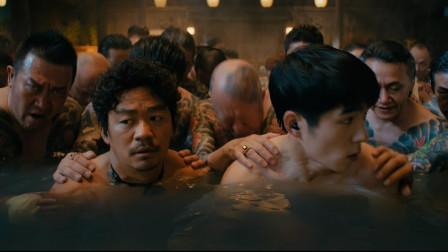 《唐人街探案3 》王宝强受邀来到东京破案,进了澡堂却被按到水里