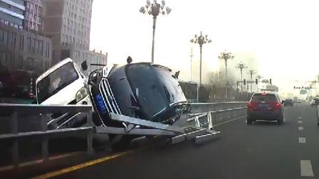 行车记录仪实拍:春节假期新手上路,奇葩车技让人哭笑不得