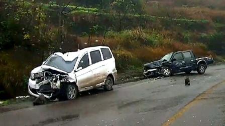 行车记录仪实拍:下雨天超速过弯,连环事故就在一瞬间