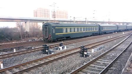 K4238次(兰州西——北京西)(25T临客)咸阳站2道开车