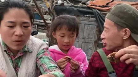 海上渔民吃海鲜,吃大龙虾的那一刻,真是馋到我了