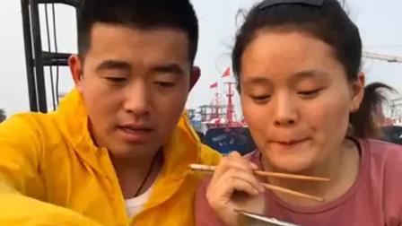 海边的渔民,给老婆做海鲜,掀开锅盖的那一刻,真香!