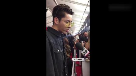 吴亦凡亮相格莱美,接受美国媒体专访,英语太流利!